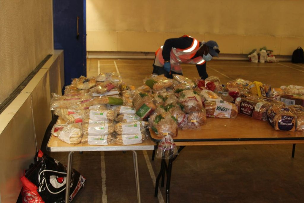 Volunteer preparing the food for delivery